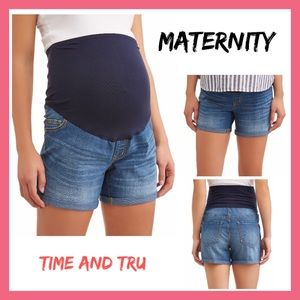 Time and Tru Maternity Med Wash Shorts NWT